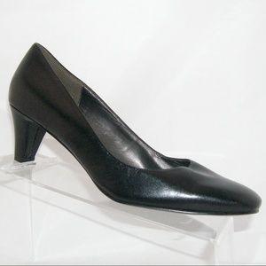 Naturalizer 'Rogers' black leather heels 6M